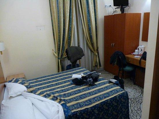 Hotel Maryelen: Habitación