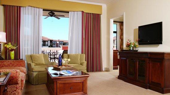 Naples Bay Resort : Living Room