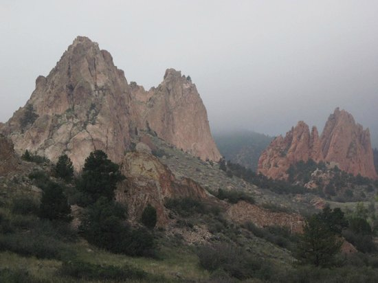 Jardín de los dioses (Garden of the Gods): Early morning in mist in GOG