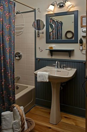 Inn at Silver Maple Farm : Private bathroom in the Sugar Maple room, featuring Gilchrist & Soames.