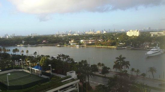 Miami Beach Resort and Spa : Vista do quarto para o canal