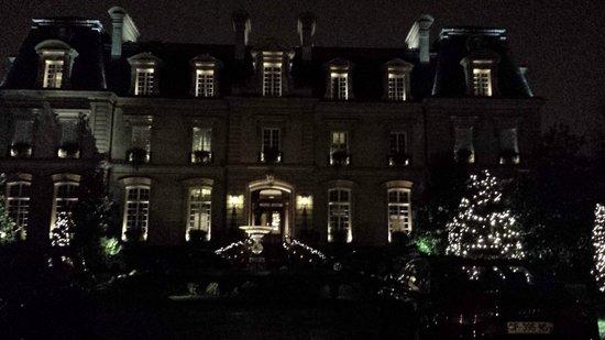Saint James Paris - Relais et Châteaux : Saint James at night