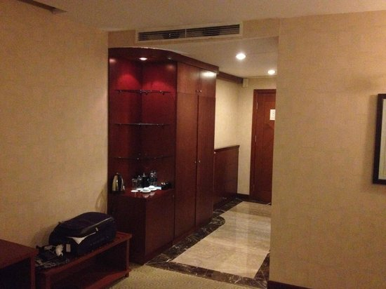 Muong Thanh Hanoi Hotel: Entry to room