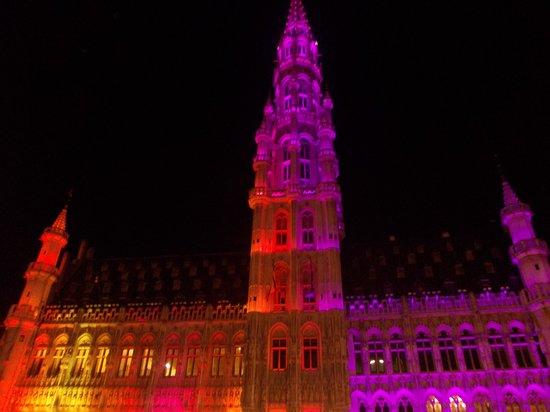 Town Hall (Hotel de Ville) : hotel de ville - suoni&luci - notte 3