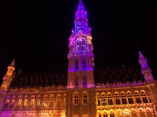 Town Hall (Hotel de Ville) : hotel de ville - suoni&luci - notte 4