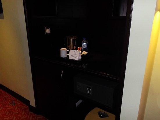 Al Diar Regency Hotel : electronic safe inside the room
