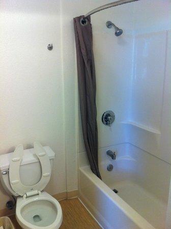 Motel 6 San Diego Downtown: banheiro