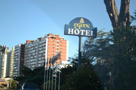 Ajax Hotel: desde afuera