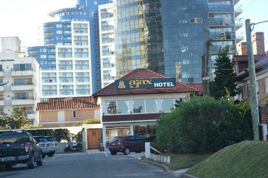 Ajax Hotel: el conrad de fondo