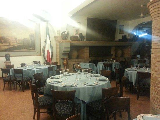 Sala con camino foto di ristorante il federale artena for Sala con camino