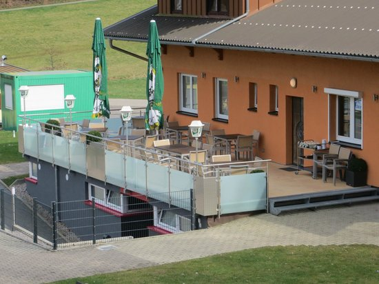 Clubhaus Am Stegbach: Blick auf die Sonnenterrase