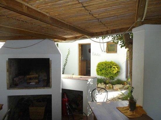 GUBAS DE HOEK meet eat sleep: Boma area suitable for at least 8 guests