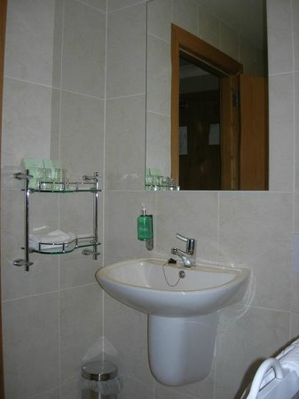 Ballyliffin Lodge & Spa Hotel: Accessible Bathroom