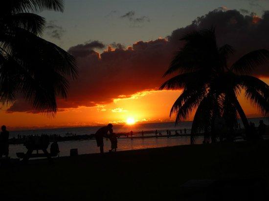 Ποΐπου, Χαβάη: Sunset at Poipu Beach Dec 2013