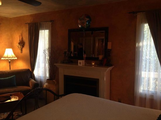 Country Villa B&B Inn & Day Spa: Emily Room