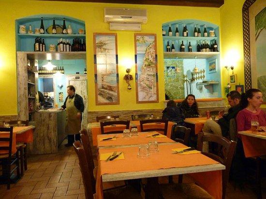 Amalfi Ristorante Pizzeria: Local