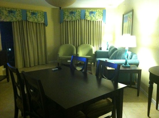 Vacation Village at Parkway : Living room area