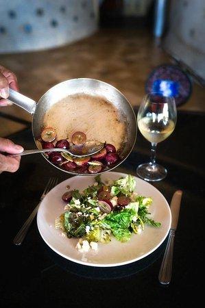 Vitea: Warm grape salad wit goat cheese