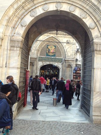 Großer Basar (Kapalı Çarşı): one of the entrances to the Bazaar