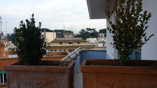Mercure Roma Corso Trieste: Vista para a varanda do quarto vizinho