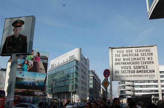 Checkpoint Charlie: контраст