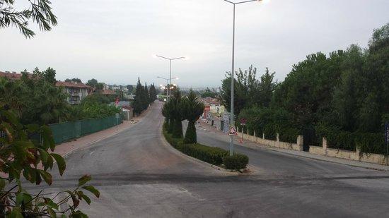 Alba Resort Hotel: Road Outside Hotel