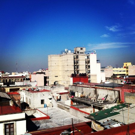 Hostel Mundo Joven Catedral : View from the rooftop bar