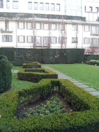 Grand Visconti Palace : garden