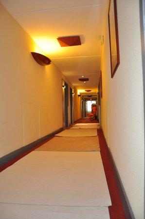 Mercure Limoges Royal Limousin Hotel : corridor on 5th floor