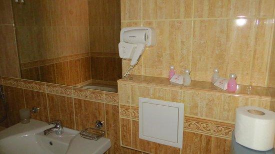 Hotel Aris: bahtroom