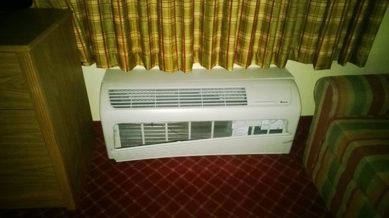 Extended Stay America - Indianapolis - West 86th St.: Broken vent on heating/cooling unit