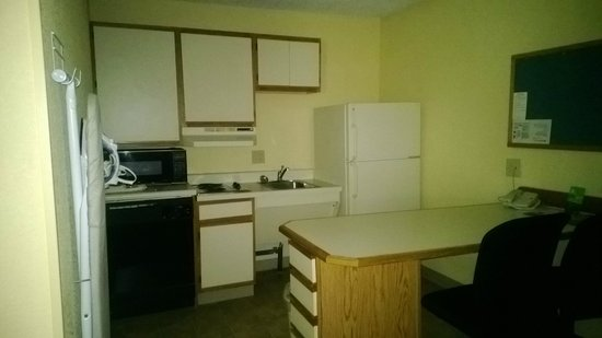 Extended Stay America - Indianapolis - West 86th St.: Kitchen