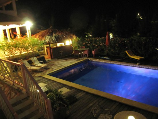 Sol Hotel: The pool at night