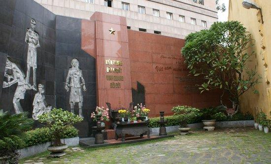 Hỏa-Lò-Gefängnis (Hanoi Hilton): мемориальная стена