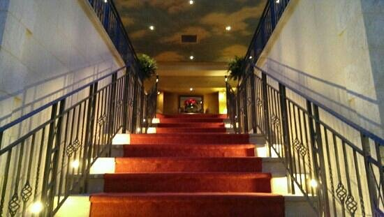 Nailcote Hall Hotel and Golf Club: stairs from pool area