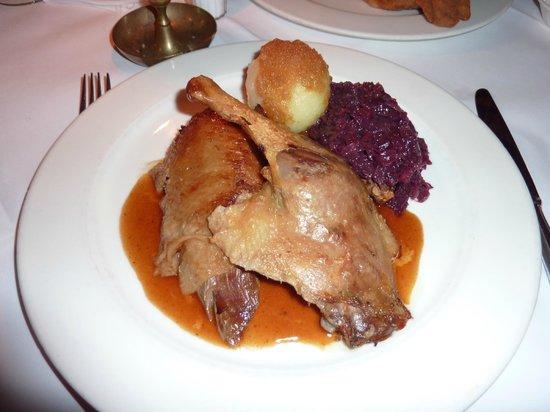Lutter & Wegner: Специальное рождественское меню.  Половина утки с капустой и картофельной клецкой