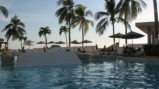 Hotel Fontan Ixtapa: Blocked beach view