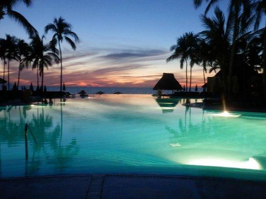 Grand Velas Riviera Nayarit : The Sunset over the infinity pool.