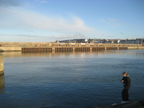 Sunken Gardens and North Pier: Doing a bit of fishing