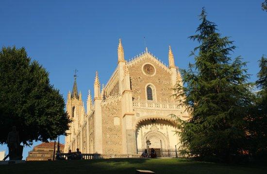 Paseo del Prado: Собор возле музея Прадо