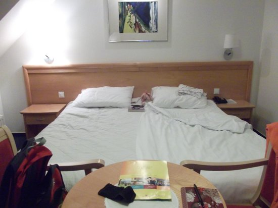 Jezero Hotel: huge bed