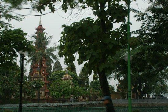 Ho Chi Minh Presidential Palace Historical Site: вид издали