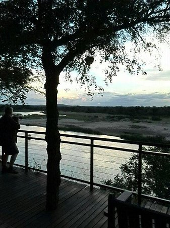 Ngwenya Lodge: Sunset from the restaurant deck