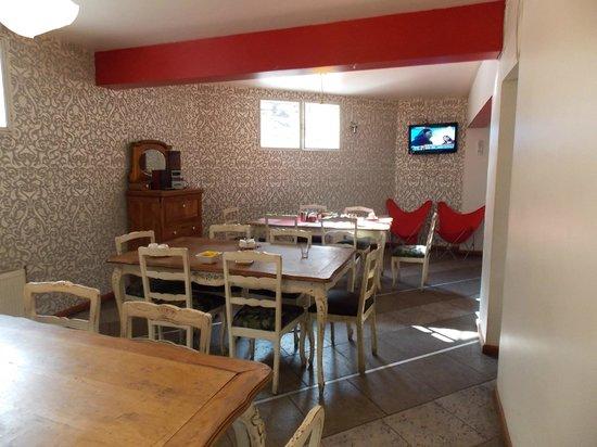 Andes Hostel: Área do café da manhã, podendo ser utilizado para refeições que fizer na cozinha