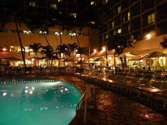 Sheraton Princess Kaiulani : Nights by the pool