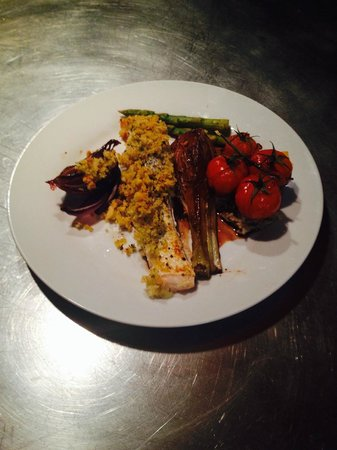 Chalet Famille: Garlic crusted salmon with roasted fennel