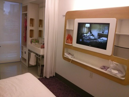 YOTEL New York at Times Square West: cable TV