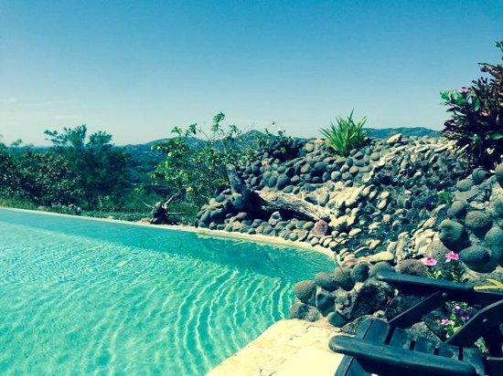 Panacea de la Montana Yoga Retreat & Spa: pool-side