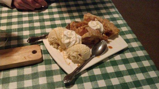 Rocco's Smokehouse Grill: Amazing warm apple pie
