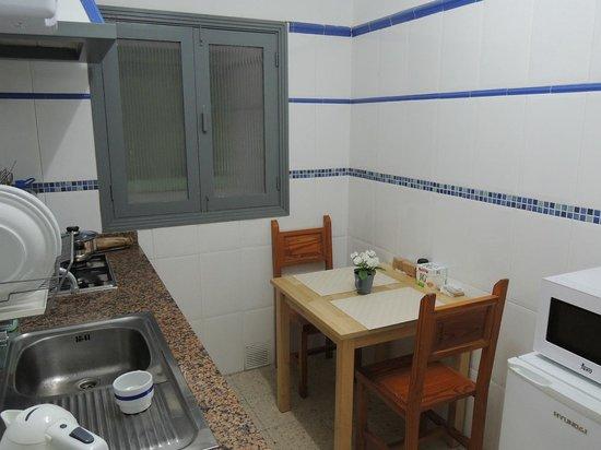 Apartaments Islamar Arrecife: La cuisine et table à manger